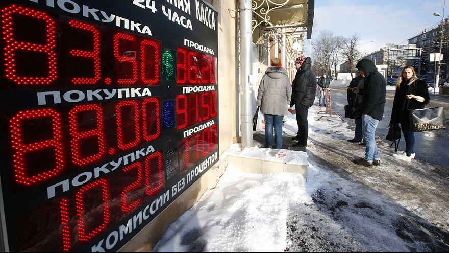Kreml: nem kell még temetni a rubelt