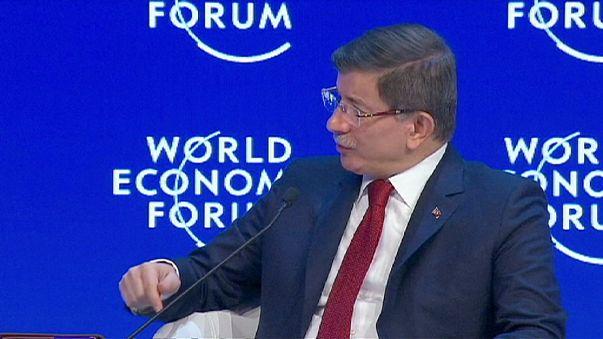 Síria: Turquia acusa Rússia de prejudicar negociações de paz
