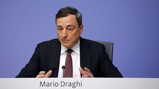 EZB-Chef Draghi zeigt die Gießkanne