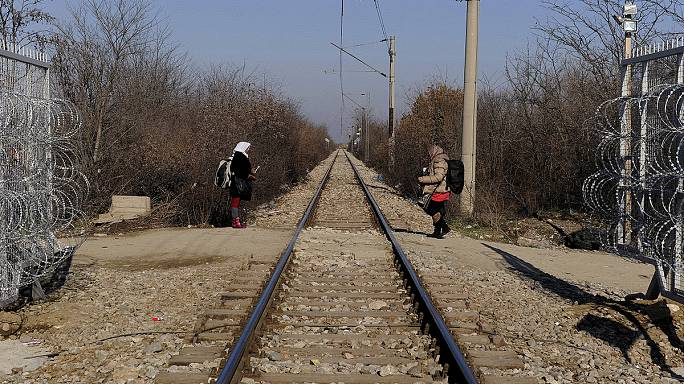 Croatia follows FYROM: new rules limit migrant travel across Balkans