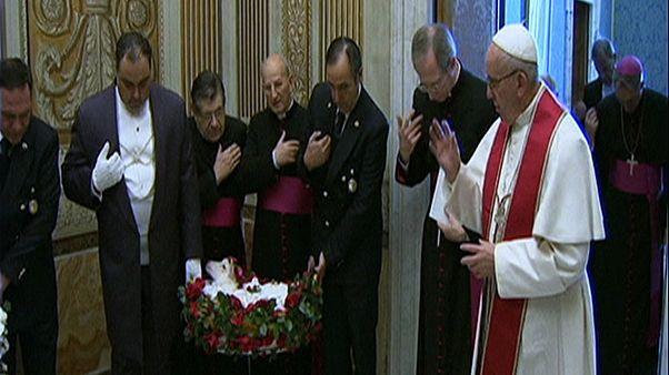 Papst segnet Lämmer
