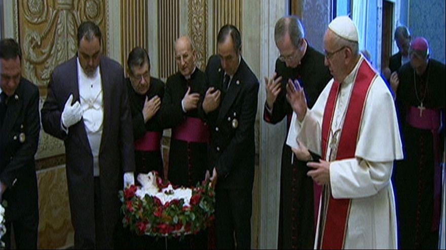 Понтифик благословил ягнят