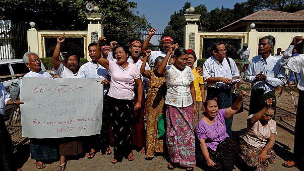 Myanmar begins releasing political prisoners