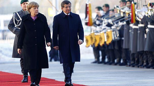 Germany: Migrant crisis on agenda as Merkel hosts Turkish PM Davutoglu