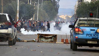Tunisie : le gouvernement instaure un couvre-feu dans tout le pays