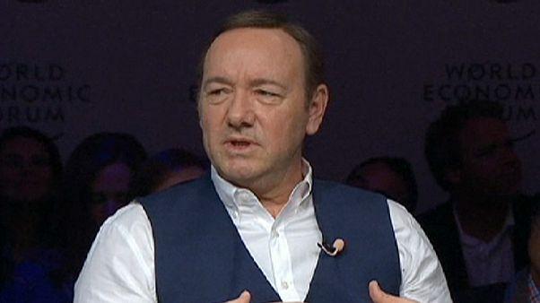 Frank Underwood Davosban politizál