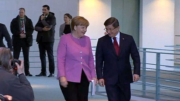 Как остановить поток беженцев в ЕС? Германо-турецкие консультации в Берлине