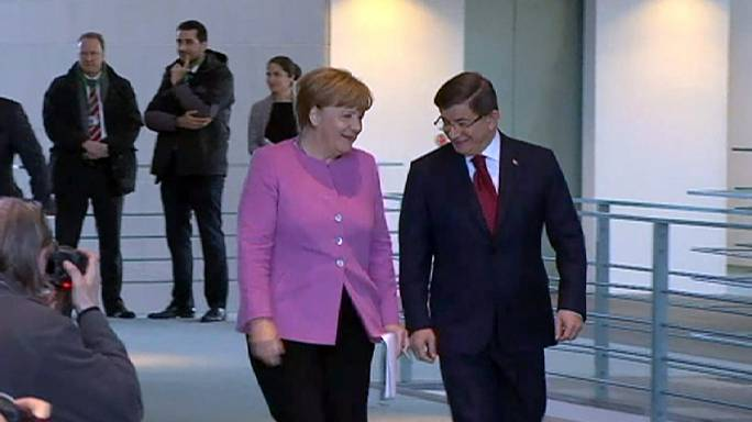 Szorosabban együttműködik Berlin és Ankara a menekültáradat megállításáért