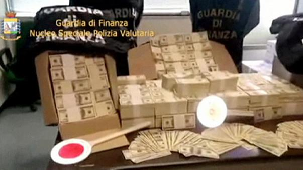 Itália: Polícia apreende 2 milhões e meio de dólares em moeda falsa