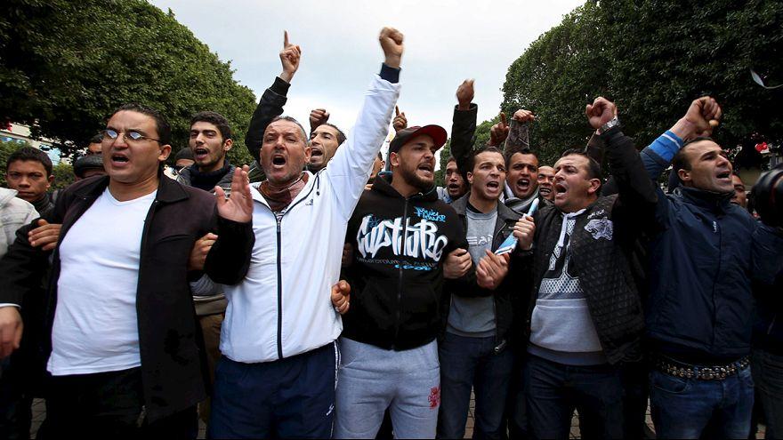Tunus'ta ülke çapında sokağa çıkma yasağı