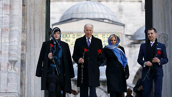بايدن في تركيا يندد بقمع الحريات