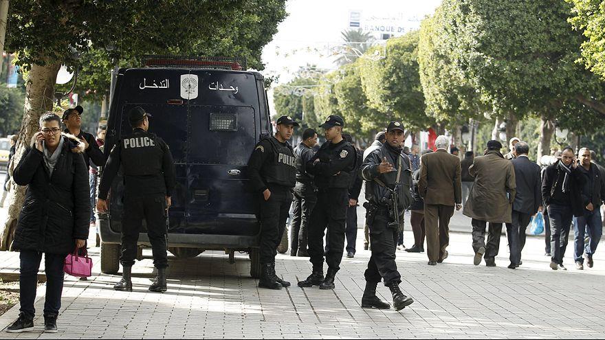 فرض حظر التجول في تونس