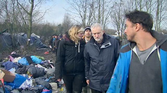 """Le chef de la gauche britannique choqué, dans la """"jungle"""" de Calais"""