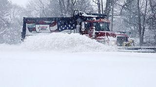 Stati Uniti, storica tempesta di neve sulla East Coast: 17 morti, emergenza in 11 Stati