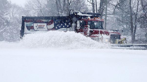 La côte est des Etats Unis paralysée par une neige meurtrière