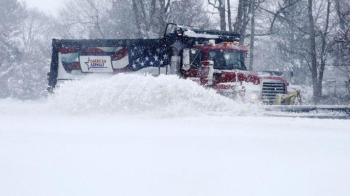 США: снежная буря привела к гибели 17 человек