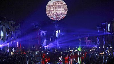Venecia se pone sus máscaras