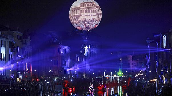 Первый день венецианского карнавала