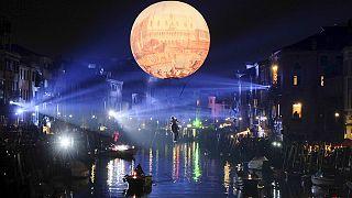 Inizio spettacolare dle Carnevale di Venezia