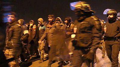 Quince refugiados siguen detenidos tras el intento de abordaje de un barco en Calais