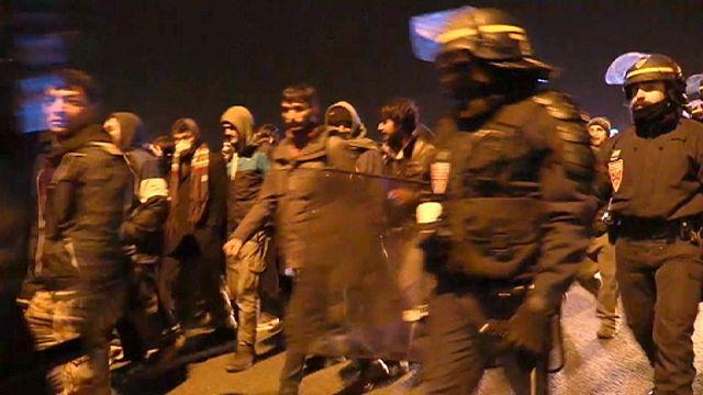 Франция: мигранты Кале жалуются на грубость полиции