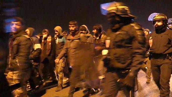 احتجاز 24 مهاجرا بعد محاولة اقتحام ميناء كاليه شمال فرنسا
