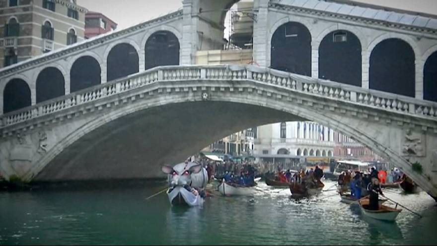 Venedik Karnavalı renkli görüntülerle başladı