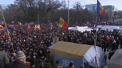 Moldova: Thousands rally to demand early elections