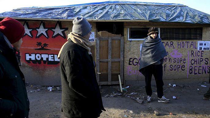 Calais: a helyiek a sátortábor felszámolását követelik