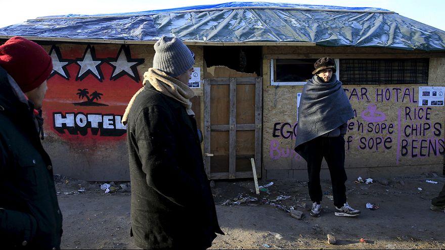 Bidonville migranti di Calais, un fine settimana di tensione