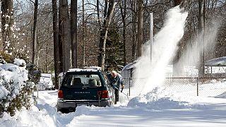 Washington: dopo la tempesta di neve, lo slittino a Capitol Hill