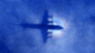 هواپیمای مسافربری آمریکا به دلیل شرایط بد جوی تغییر مسیر داد
