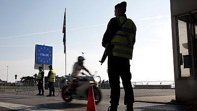 Amsterdam: riunione EU sui migranti. Spettacolare azione di Amnesty International