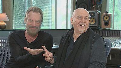 Sting e Gabriel giocano a morra cinese