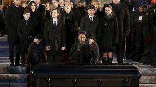 Québec : les funérailles nationales de René Angélil font débat