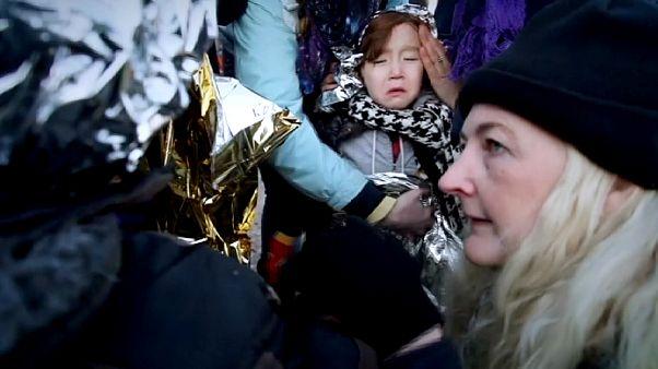 Sok száz menekült fagyoskodik a görög-macedón határon