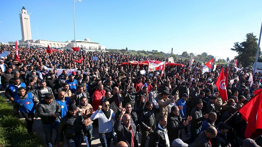 Why have thousands of police taken to the streets of Tunis?