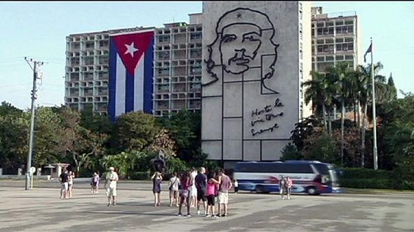 ABD Küba'ya uygulanan yaptırımları azalttı