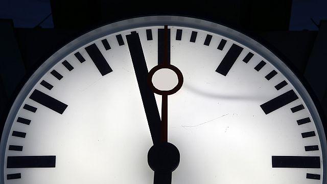 """ساعة """"يوم القيامة"""" تستقر في الإقتراب من الخطر"""
