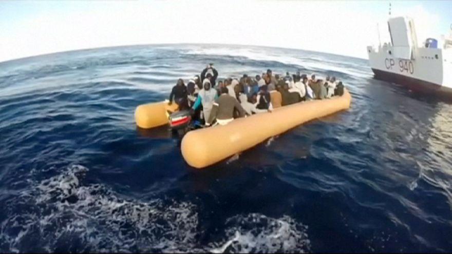 Мигранты плывут в Европу, несмотря на зимний холод