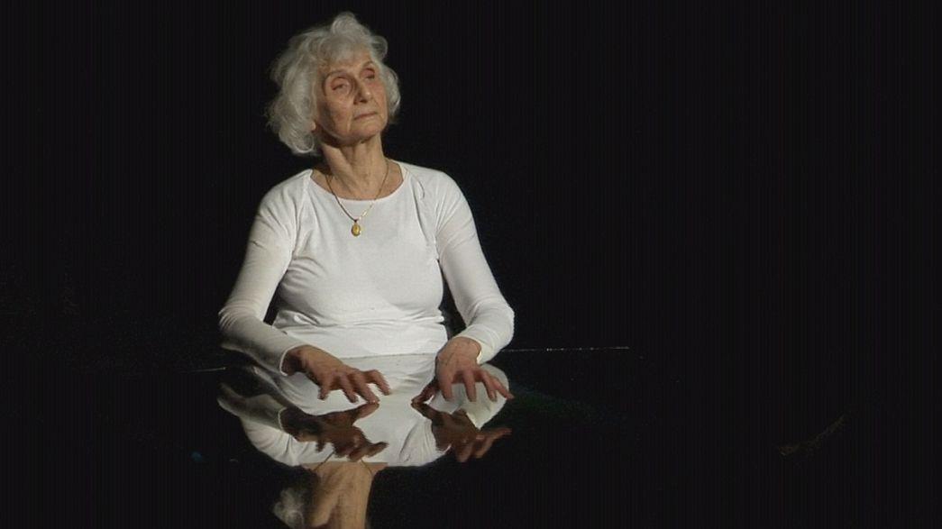 Auschwitz-Birkenau kampından kurtulan Yahudi Eva Fahidi soykırımı dans ederek anlattı
