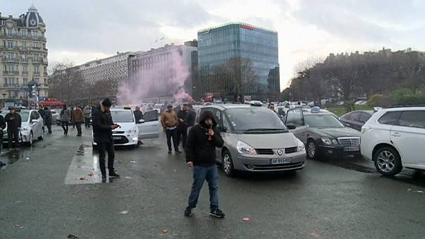 Uber: day two of protests by French taxis