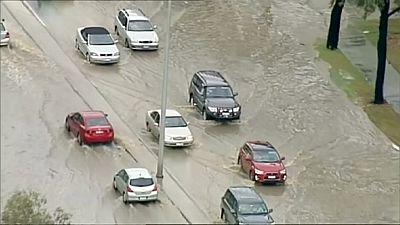 Wettereskapade: Sturzregen setzt australische Kleinstadt unter Wasser