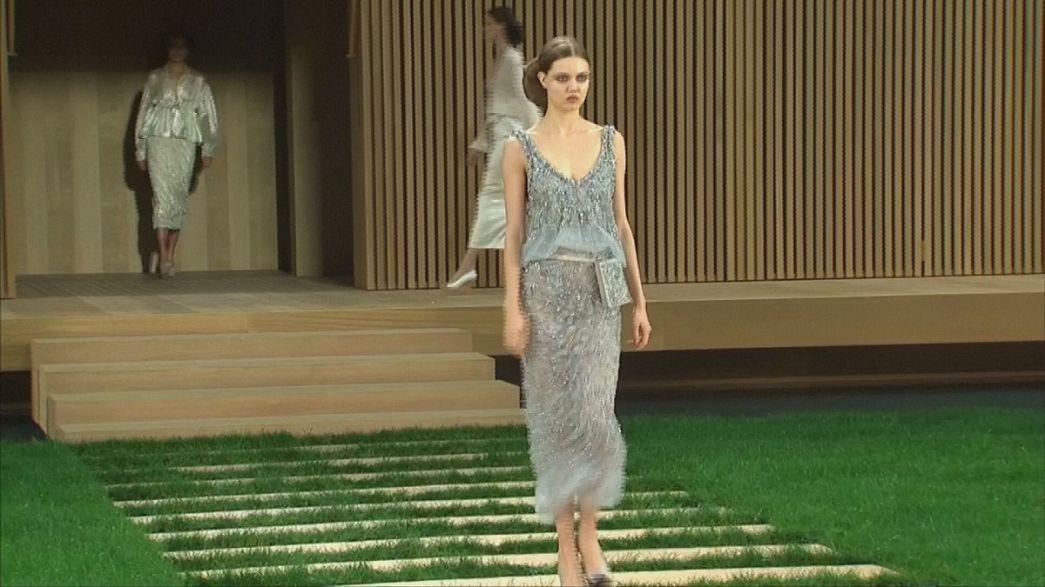 Coleção de alta-costura da Chanel aposta no bege