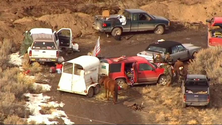 EUA: Líder anarquista exorta seguidores a abandonar rancho cercado pela polícia