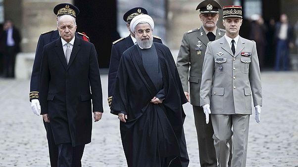 Iran-Francia: Visita di Rohani alla confindustria transalpina fra sorrisi e mal di pancia