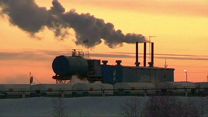 Новак: Россия обсудит с ОПЕК сокращение добычи нефти