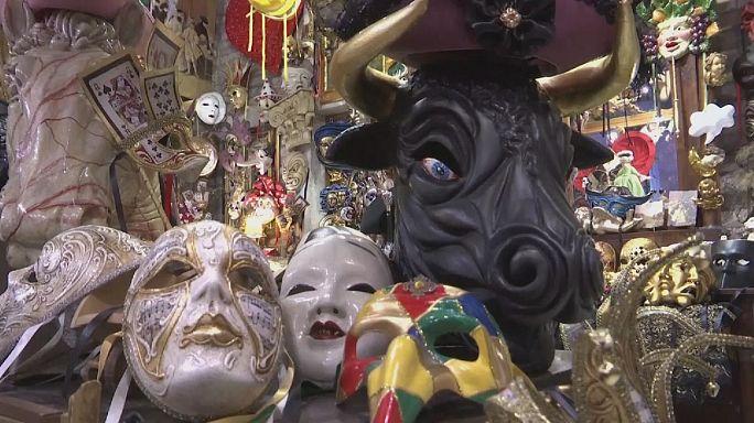 Os artesãos que produzem a magia do Carnaval de Veneza