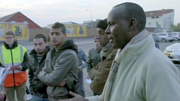 """La decisión del gobierno sueco de expulsar a 80.000 refugiados es calificada por el ministro del interior de """"gran desafío""""."""