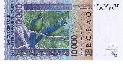 Mali : de vieilles coupures de franc CFA contre des billets craquants